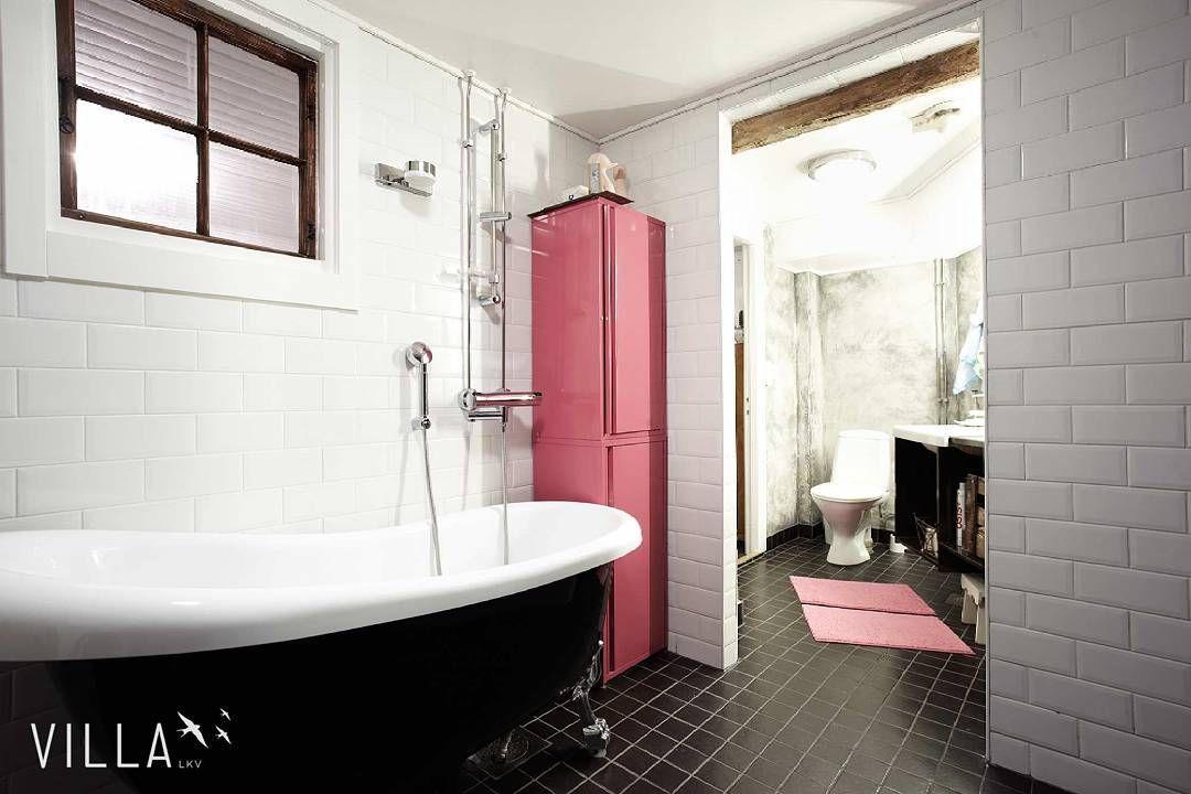 Mites olisi musta kylpyamme?  Me ainakin tykätään #iloveit  www.villalkv.fi