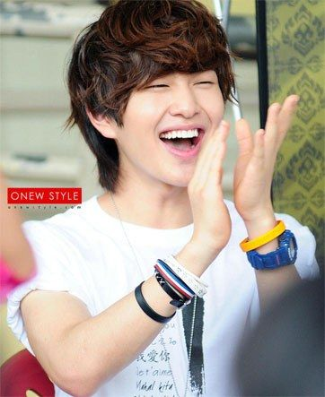 10 Adorably Charming K Pop Idols With Cute Eye Smiles Cute Eyes Shinee Onew Shinee