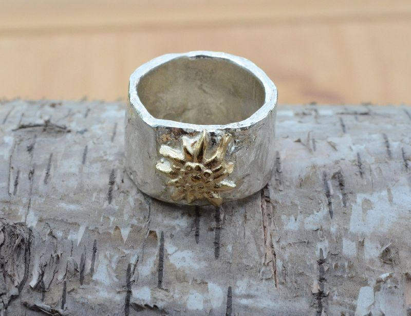silver gold edelweiss ring by AtelierRitz €129,00