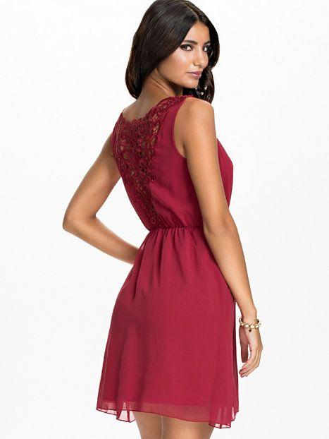 Feestjurken.Lace Back Chiffon Dress Jeane Blush Rood Feestjurken Kleding