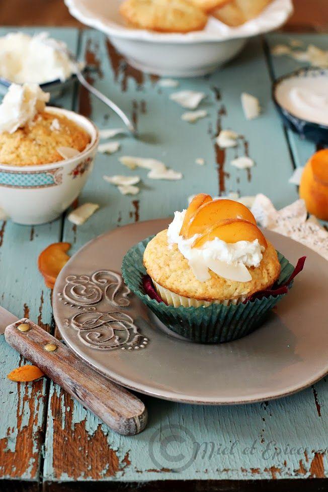 Miel et Epices : Petits muffins aux pêches jaunes parfumés à la noix de coco