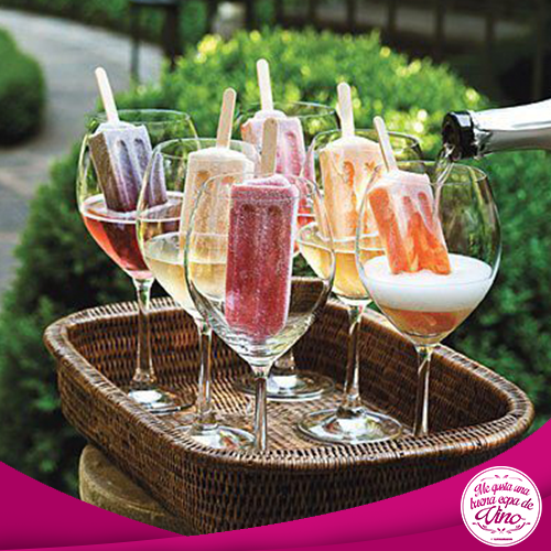 Ricas paletitas con un toque más fresco; vino espumoso!