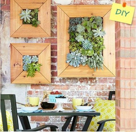 Decorar terrazas pequeñas mini jardin vertical de plantas crasas 2 - decoracion de terrazas con plantas