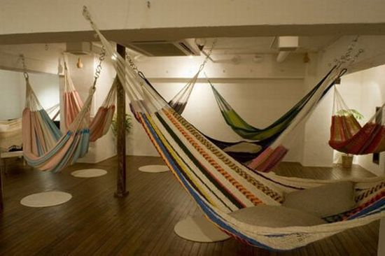 Tokyo's Hammock Cafe lets you chow down while really hanging out