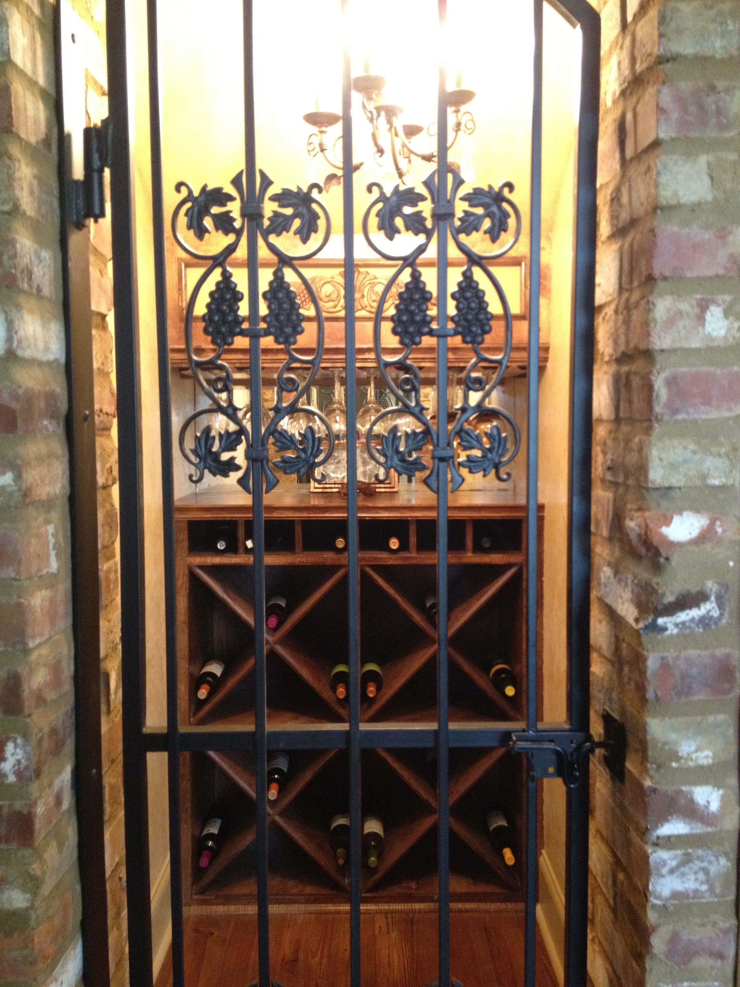 Wine cellar under stairs wine closets rooms cellars for Wine cellar pinterest