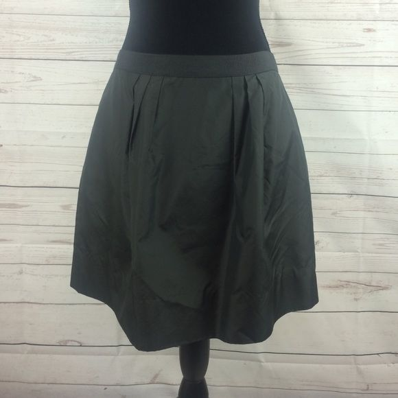 "J Crew  exquisite skirt J Crew  exquisite skirt Sz 8 L 17""  100% silk lined J. Crew Skirts Circle & Skater"