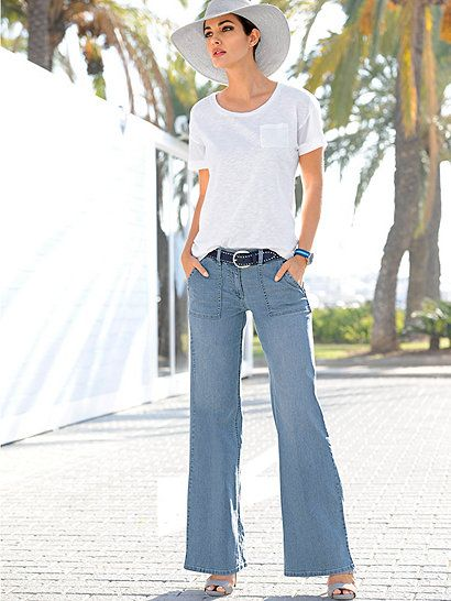 Die Jeans von ALBA MODA mit trendiger, heller Waschung und modisch weitem, geradem Bein ist ein herrlich unkompliziertes Must-have für jeden Tag und viele schöne Casual-Looks