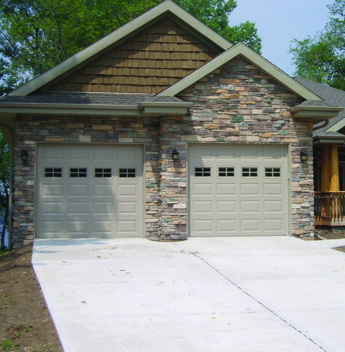 Enhance The Exterior Of Your Home With Stone Veneer Siding From Menards Available In A Variety Of Col Stone Siding Exterior Exterior Brick Stone Veneer Siding