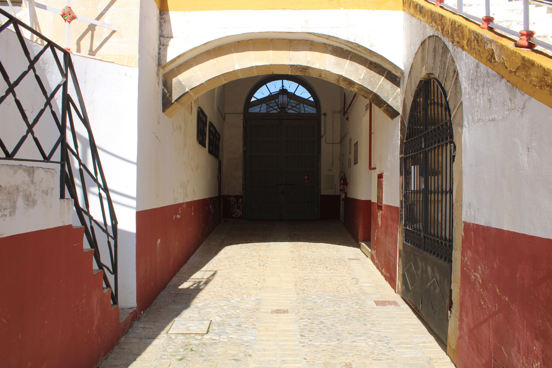 real plaza de toros de El Puerto de Santa Maria, acceso a la capilla y la enfermeria del coso taurino