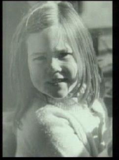 Mary jako dziecko w 1972 z matką, Henrietta Horne (1941/97)         Z matką i rodzeństwem: Patricia, John i Jane             W 1977 rok...