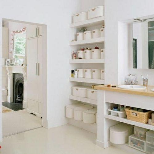 bad einrichtung einbauregal mit weißen aufbewahrungsboxen   Bad ...