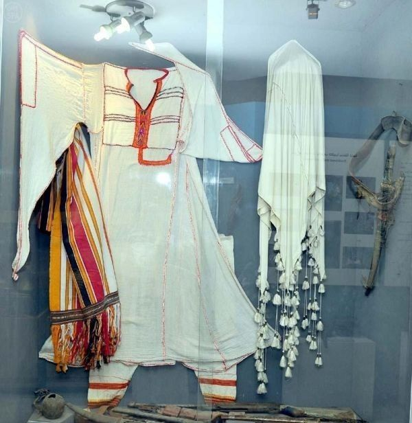 Collectibles Antiquities And Heritage Museum Al Baha Saudi Arabia Traditional Saudi Dress From The Area Traditional Outfits African Fashion Women Clothes