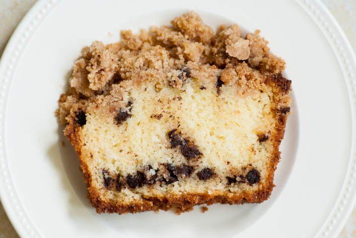 Quelle idée d'avoir appelé «coffe cake» un gâteau qui ne contient pas de café ! Moi qui n'aime pas ça je serais passée totalement à côté de cette merveille. Heureusement ma maman qui l'avait goûté m'a donné la recette en me conseillant de l'essayer. Super conseil, ce cake est absolument délicieux! Hyper moelleux, avec le …