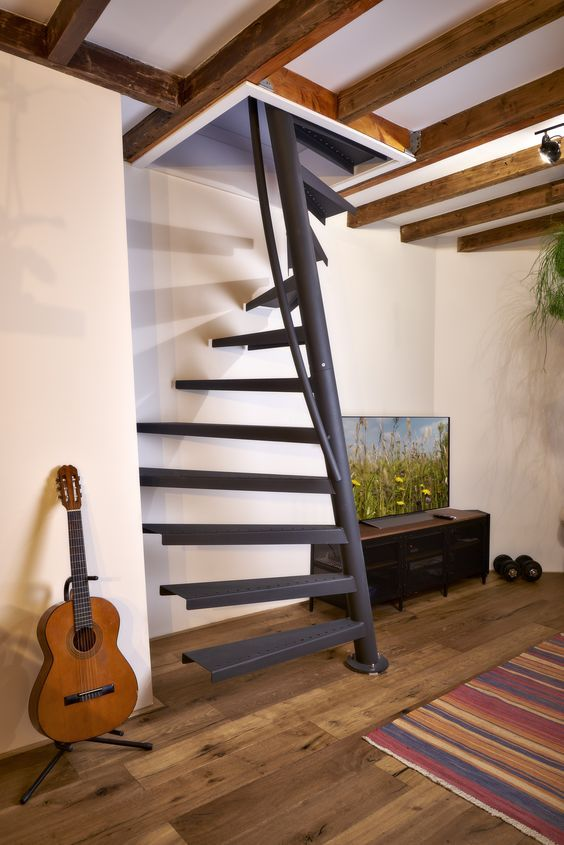 1M2 bei EeStairs I schwarze Treppe design I Raumspartreppe Platzsparende Treppe Schmale treppe