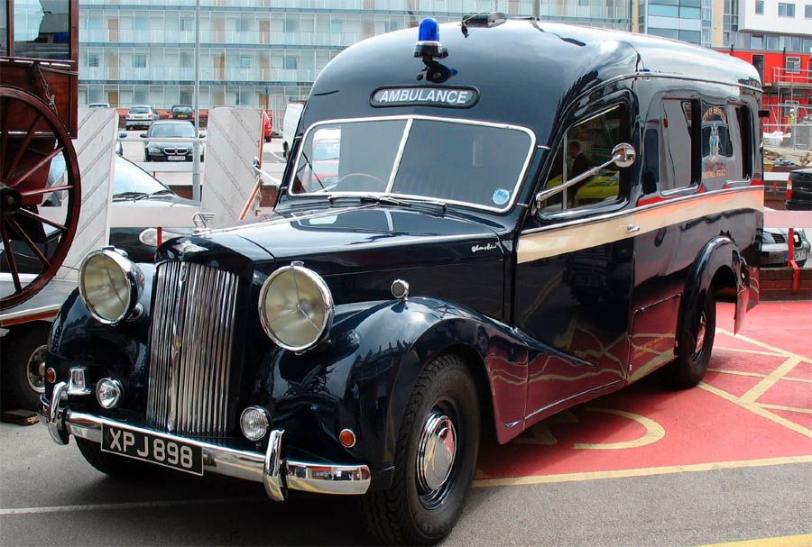 dark roasted blend awesome vintage ambulance cars ambulancia vehiculo policial camiones pinterest