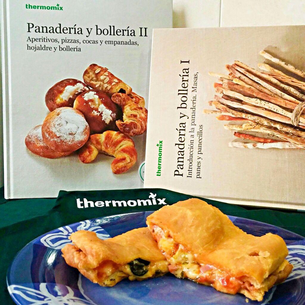 Hoy @DrLoveArnelas me ha preparado PANZEROTTI gracias a nuestros 2 nuevos libros de Panadería y bollería de @ThermomixESP #Thermomix #PanConThermomix