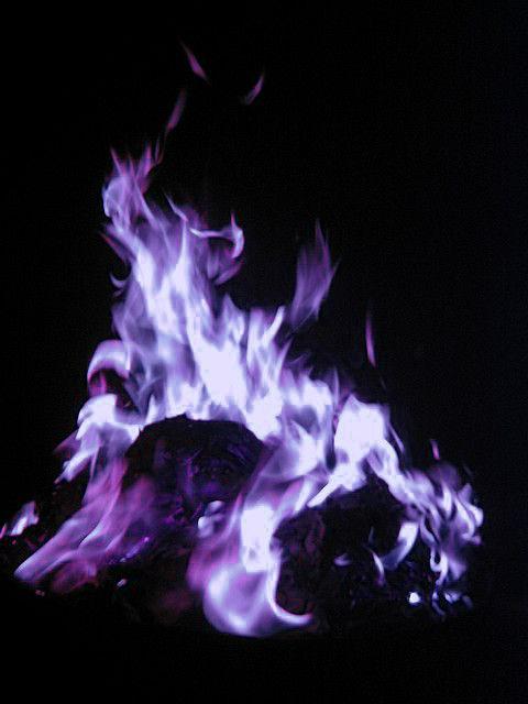 Mal Film Descendants Pinterest Nicodiangelos Purple Aesthetic Purple Love Purple Fire