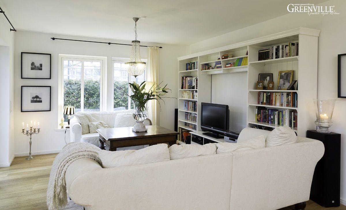 Wohnbereich mit Ikea - Wand -  sieht auch gut aus.