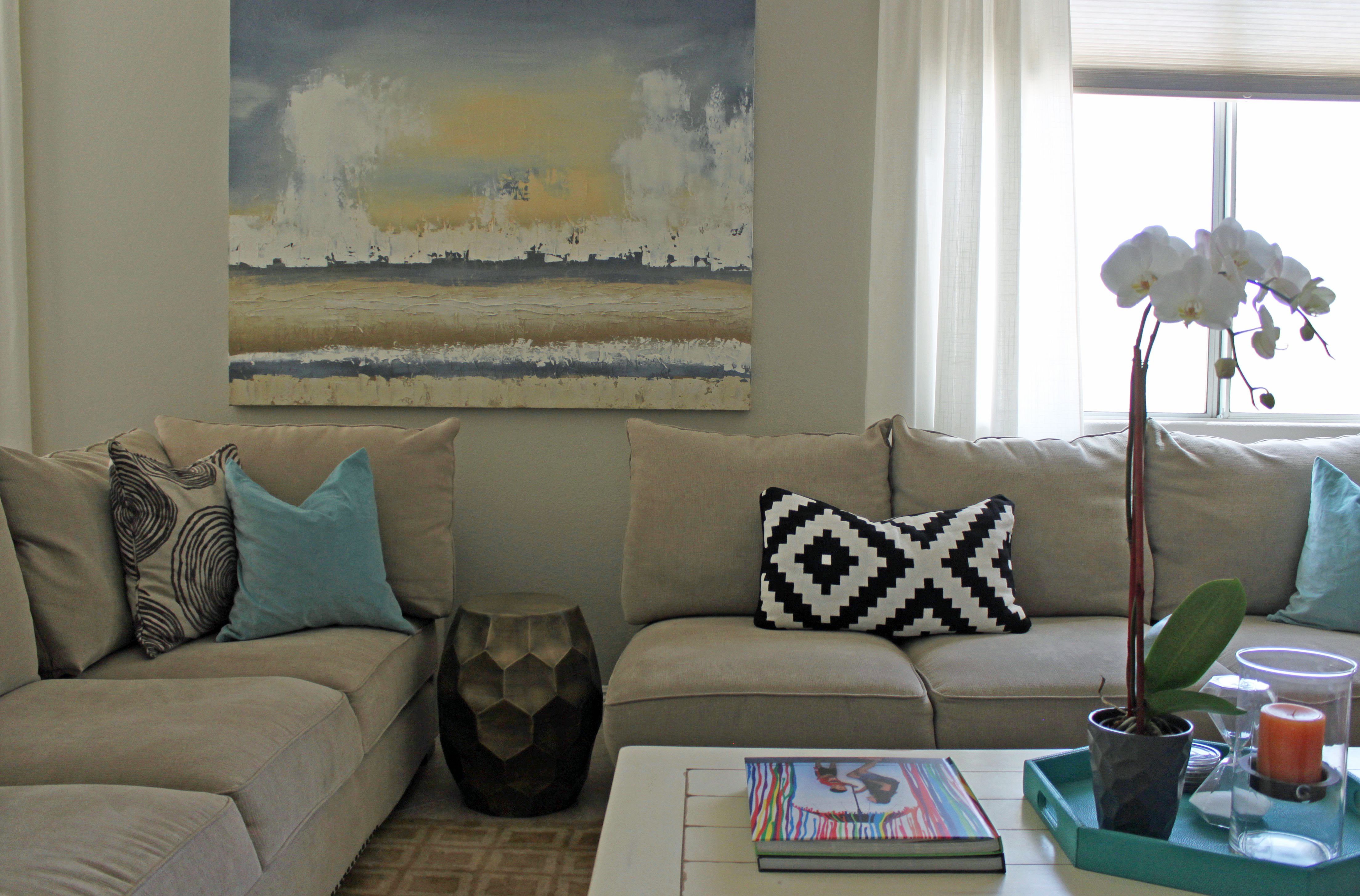 Separated Sectional Made Space Bigger And More Inviting Family Room Couches Sectionals Decor