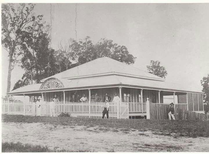The innisfsil Queensland National Bank in 1900.