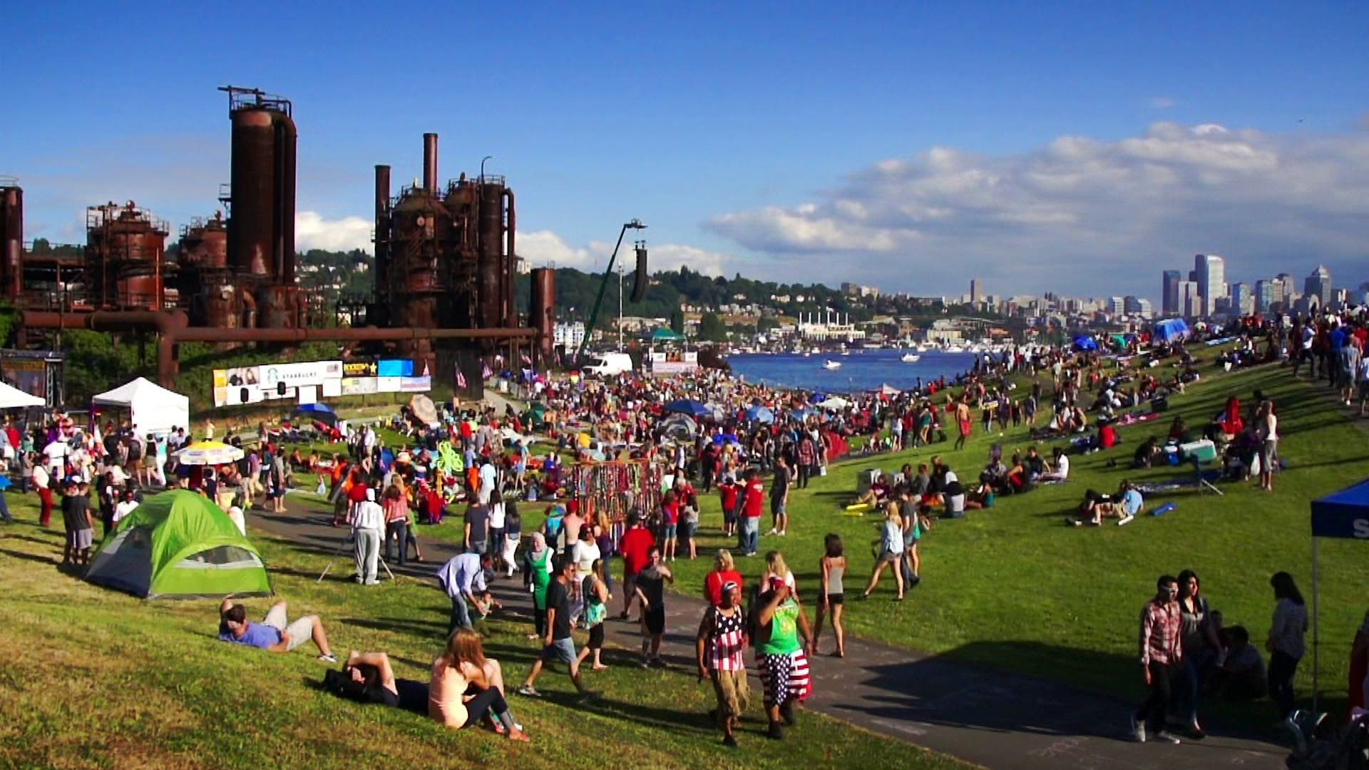 Seattle Map Lake Union%0A In Seattle people gather around Lake Union for spectacular fireworks  Gas  Works Park draws a lot of visitors during