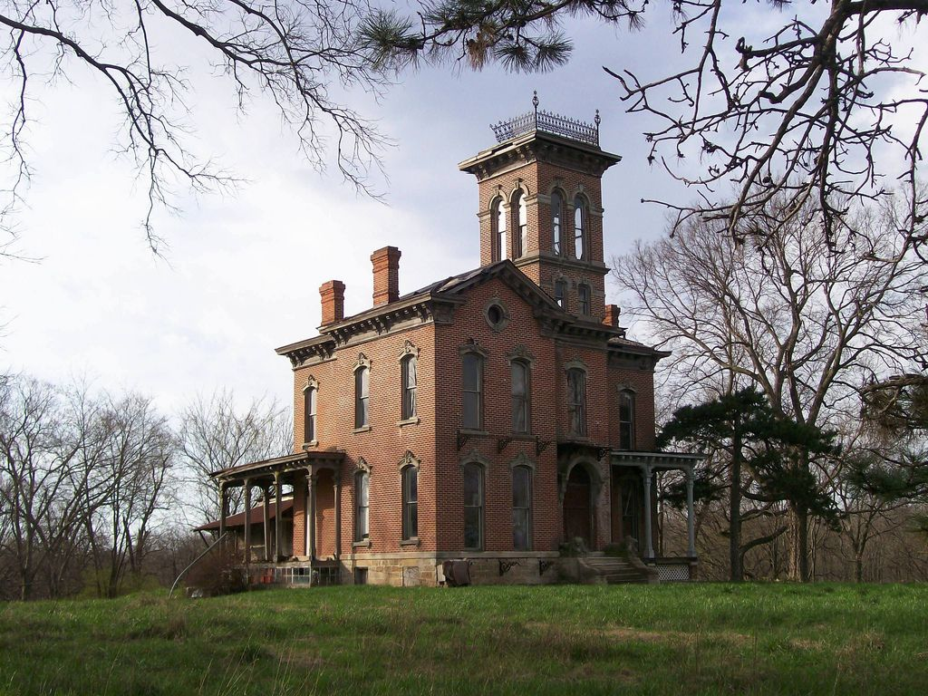 935 Shawnee Road House on haunted hill, Mansions