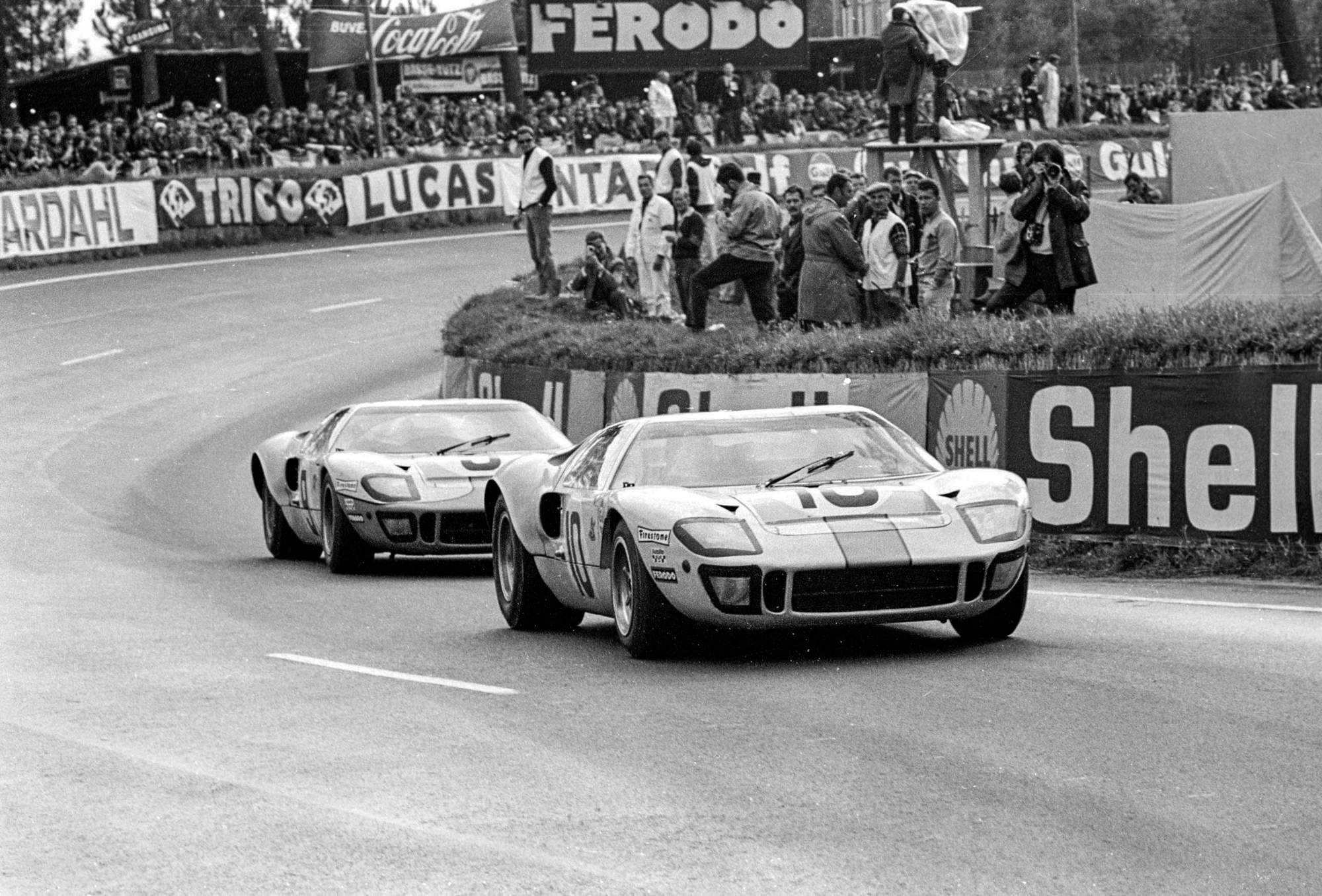 The GT40: 19 Stunning Photos of the Most Beautiful American Race Car ...