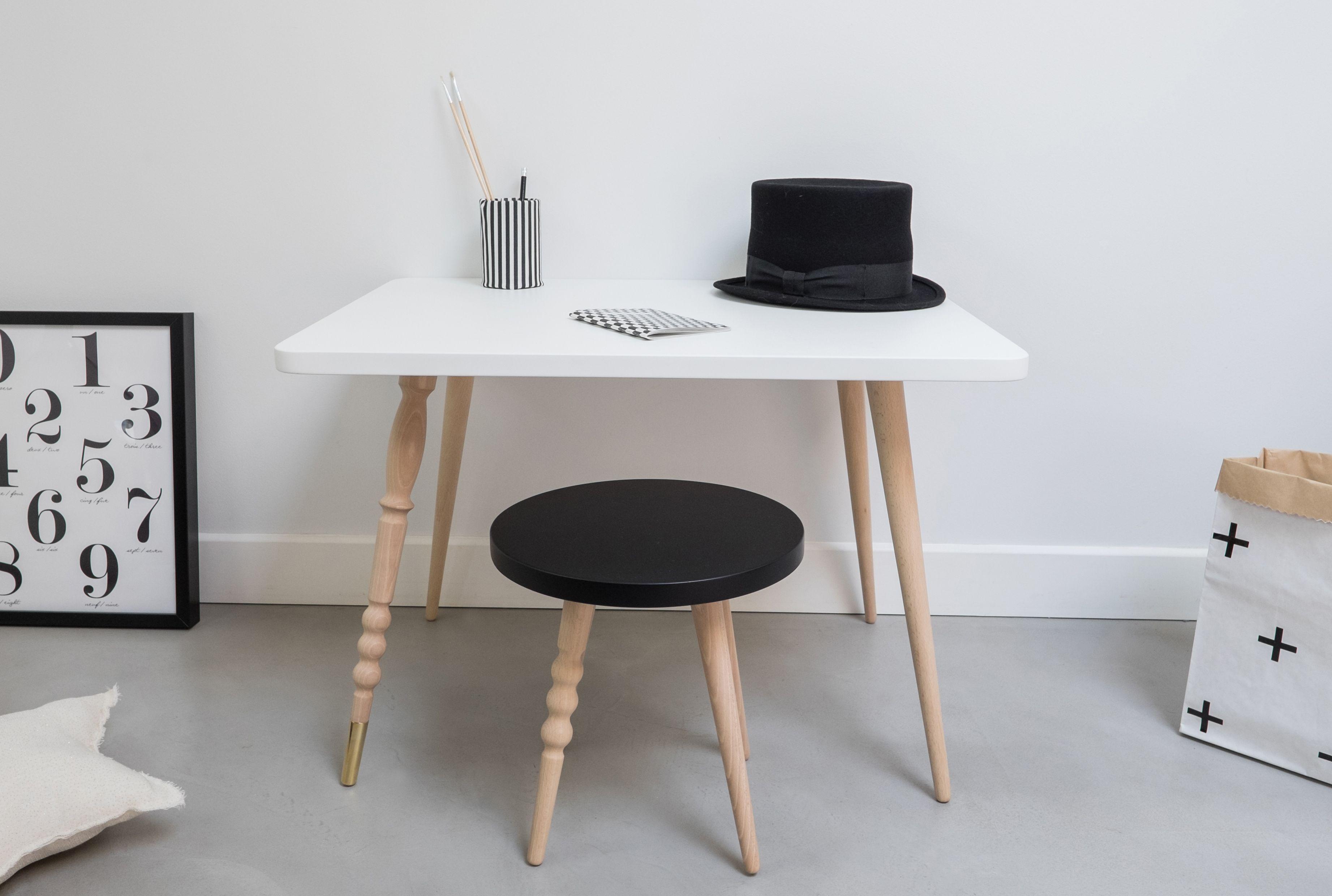 Tabouret et table basse bureau design pour enfants en hêtre