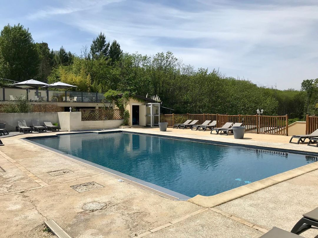 Day 2 A 2 Hour Drive Brought Me From Cantal To Perigord Near Sarlat At The Den Ridders Family Rustic And Green But Very Comfortable Ca Pool Area Pool Terrace