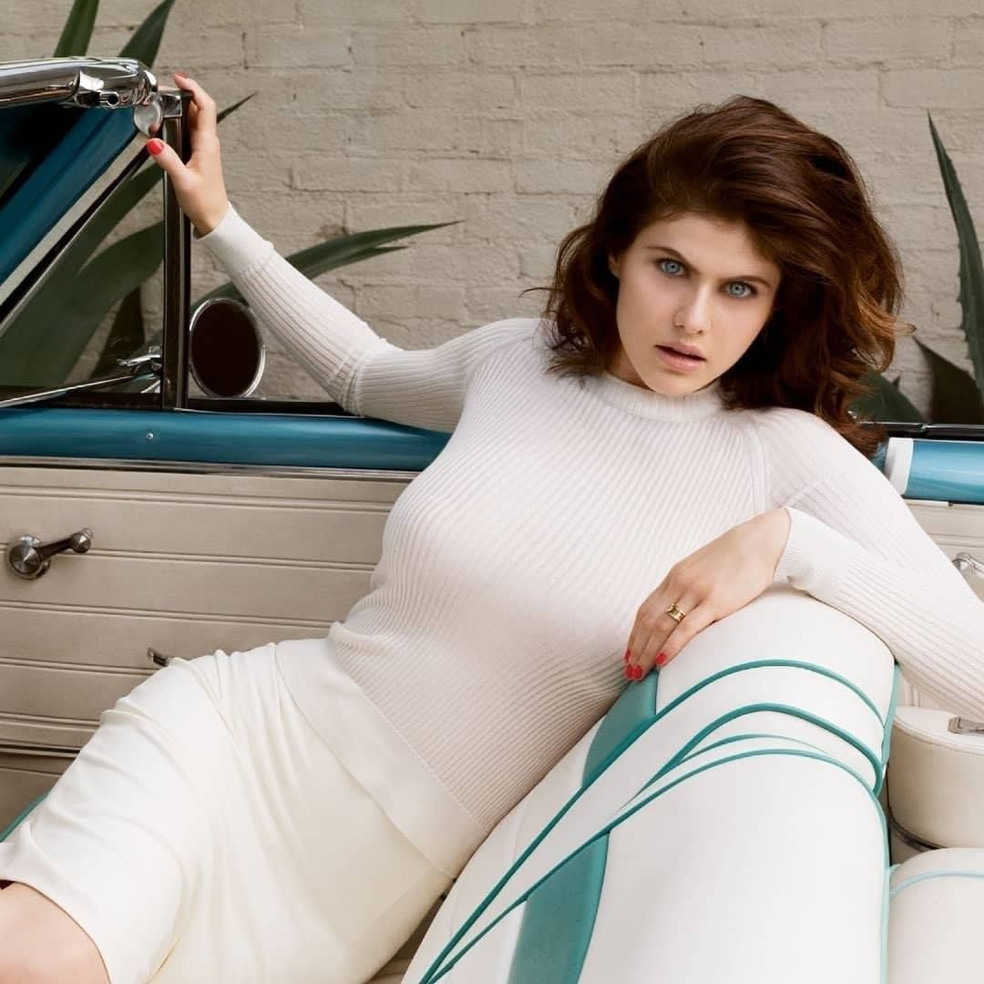 Alexandra Daddario white dress