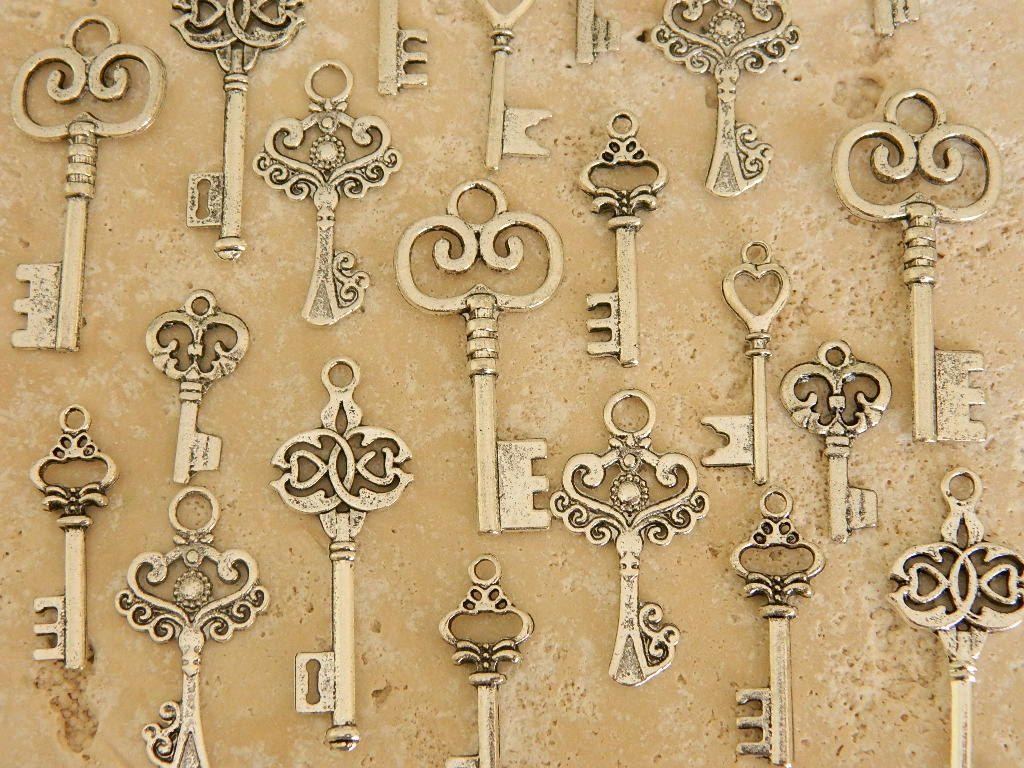 30 Alice in Wonderland silver skeleton keys set old vintage keys ...