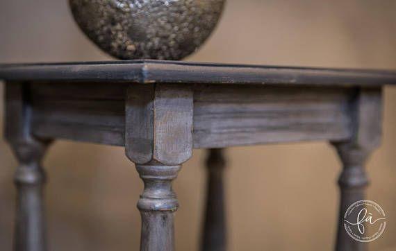 Scrivania In Legno Minnie Mouse : Tavolino in legno dipinto in tonalità di grigi con tinteggiatura a
