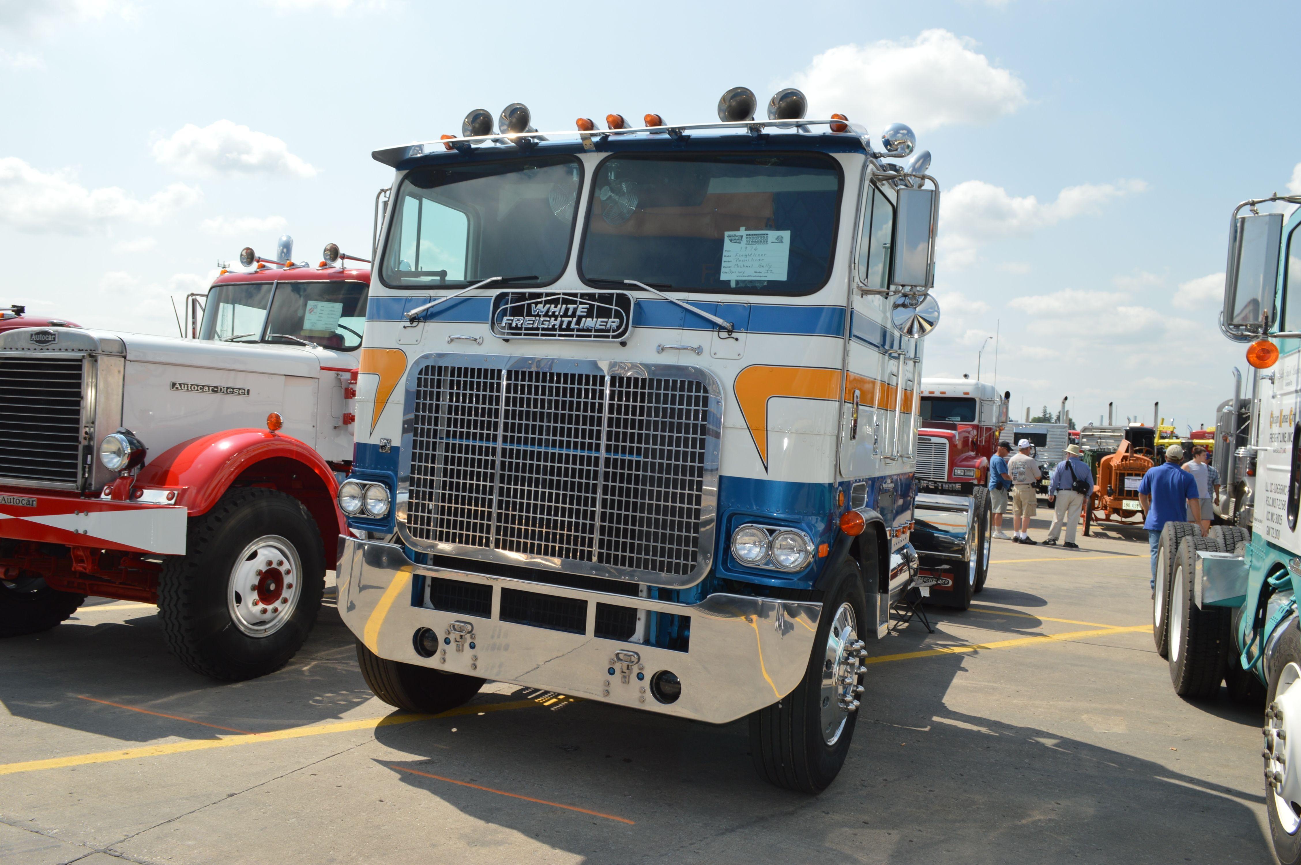 White Freightliner Powerliner Freightliner Trucks Vintage Trucks