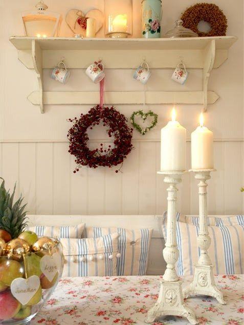 Mensole decorate per un Natale shabby chic (FOTO
