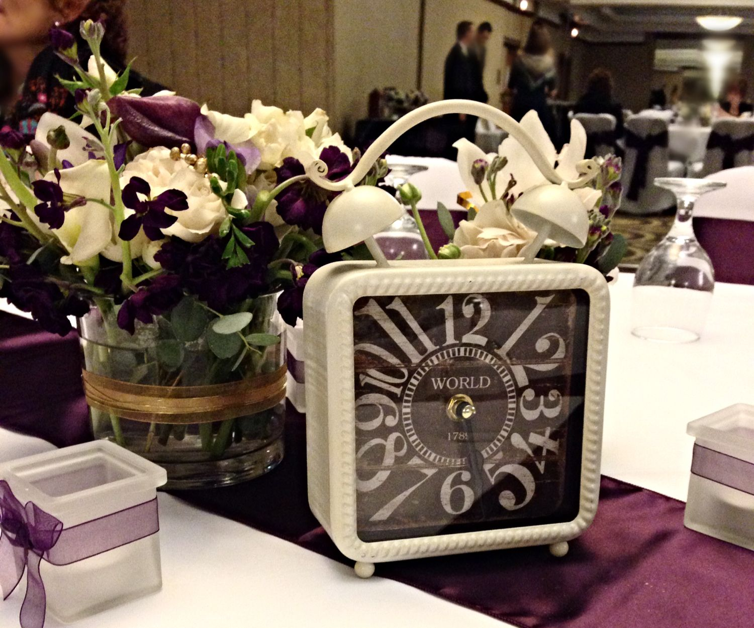 Clock #centerpieces #purpleandgold #newyears #newyearseve #callalily