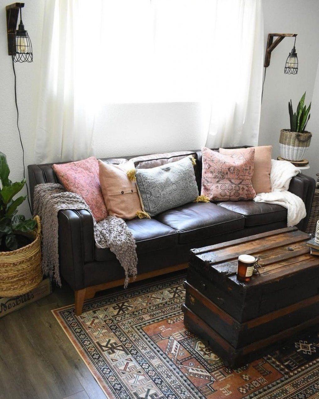 Wohnzimmerdekor Wohnzimmerdekorideen Dekorwohnzimmer Wohnzimmerdiy In 2020 Leder Wohnzimmer Braune Couch Wohnzimmer Ideen Futon Wohnzimmer