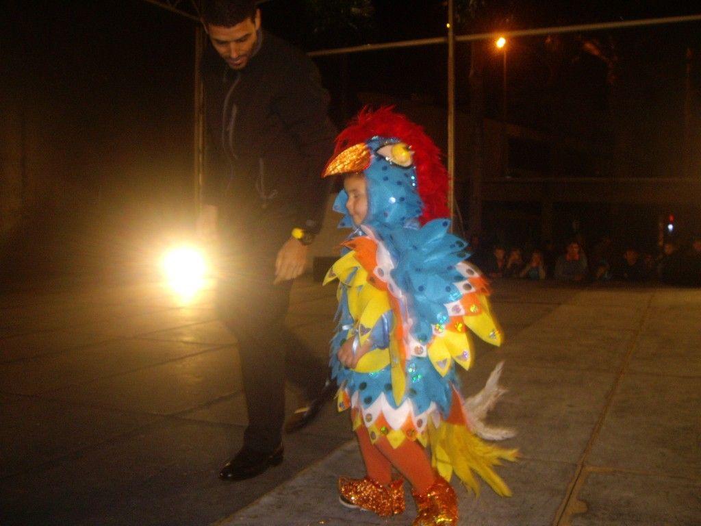 La Plaza de las Américas de San Sebastián acogía en la tarde de ayer desde las 17:30, aunque comenzaba con algo de retraso, el Concurso de disfraces infantil en todas sus modalidades, individual, p…