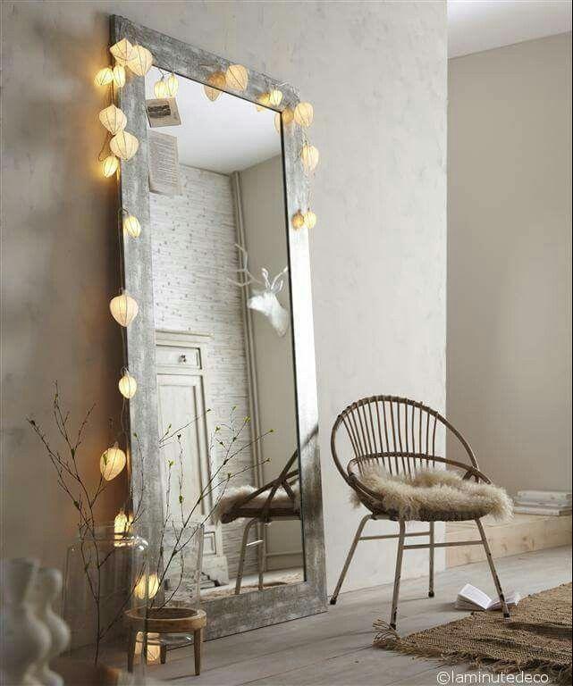 Guirlande lumineuse sur un miroir Inspiration déco Pinterest