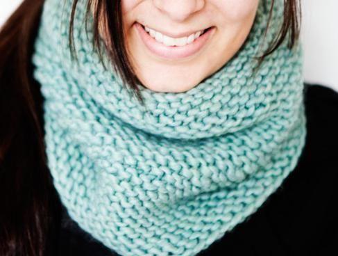 Вязание шарфа снуда для женщин спицами: схема c описанием.