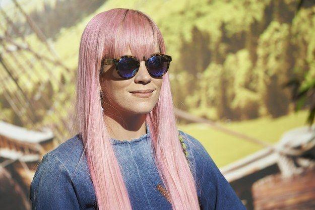 """""""Es difícil ser profesional cuando tienes el pelo de colores.""""   24 Razones por las que las chicas con cabello oscuro no deberían teñirse el cabello"""