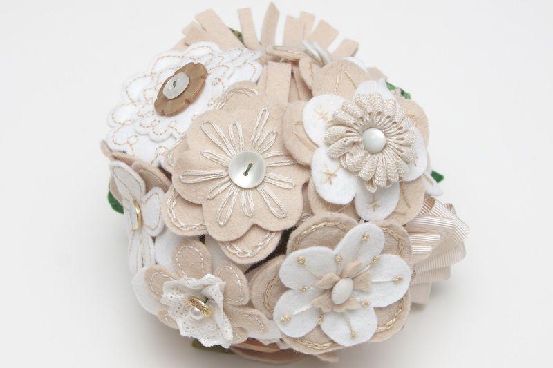 Ramo de novia de margaritas bordadas a mano