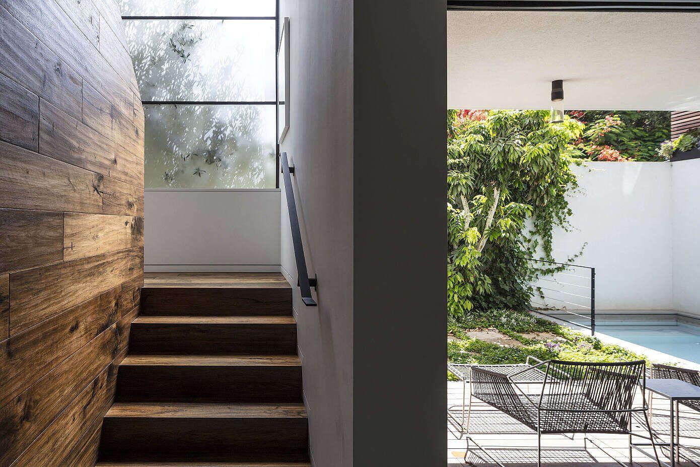 Une Maison Contemporaine Aux Larges Espaces Ouverts Et A La Facade
