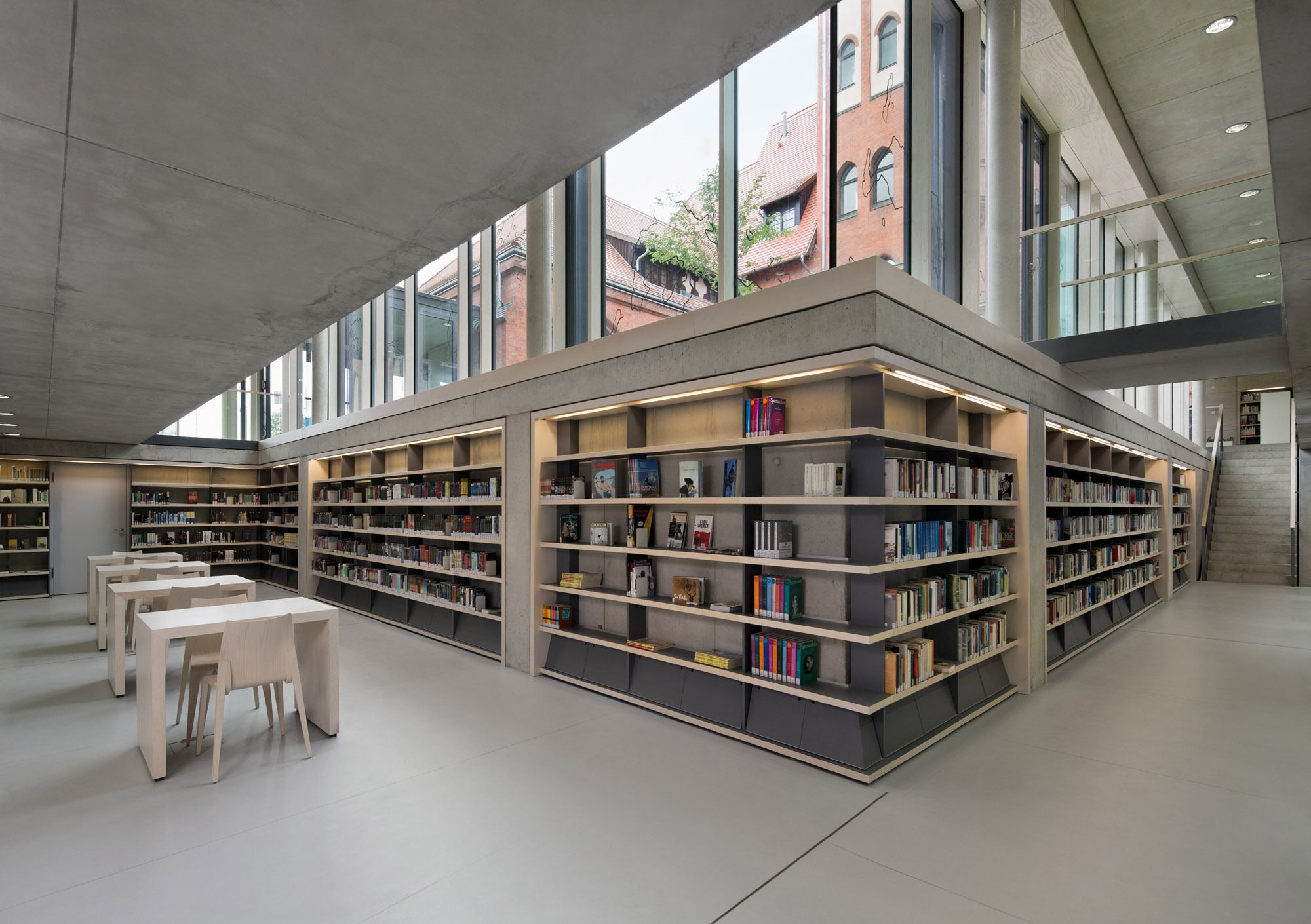 Bücherregale Berlin geschwärzt bibliothek chestnutt niess architekten in berlin