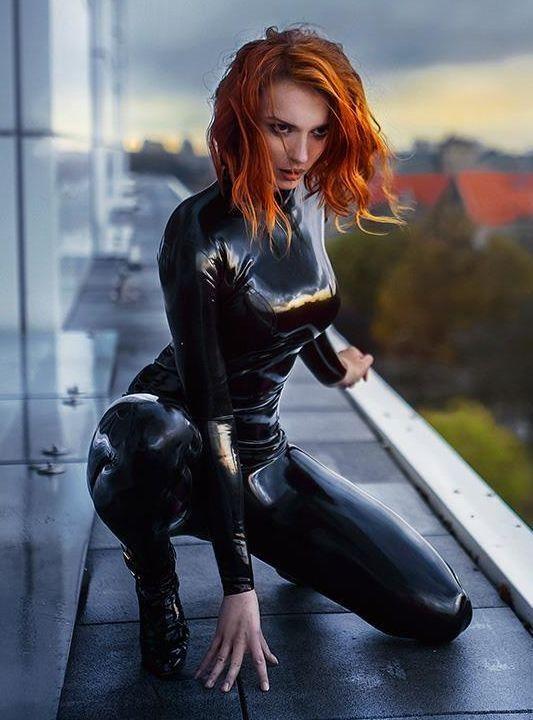 Fetish redhead in latex