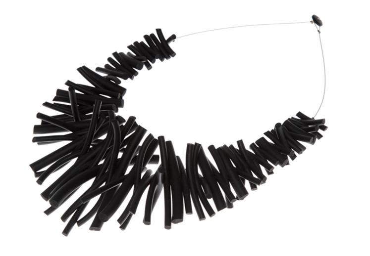 Doris Vinas cauchitos necklace.png 747×518 píxeles