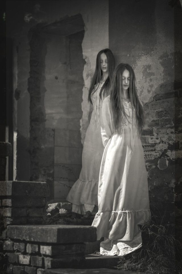 Katarína Grajcaríková (gfoto.sk) – Beautiful Twins • Dark Beauty