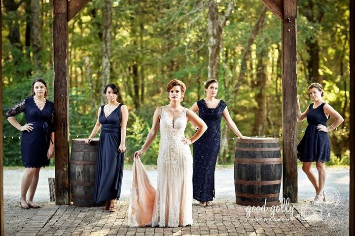 navy blue bridal party for Navy Blue and Gray Rustic Literary-themed Wedding with DIY details | fabmood.com #navyblue #navybluewedding #navybluebridesmaiddress #bridesmaiddresses #literarywedding