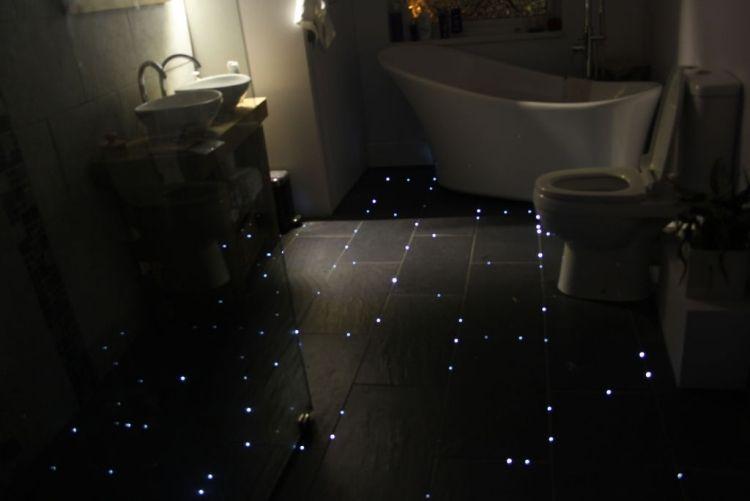 Ein Strernenhimmel Am Fußboden Im Badezimmer Gestalten