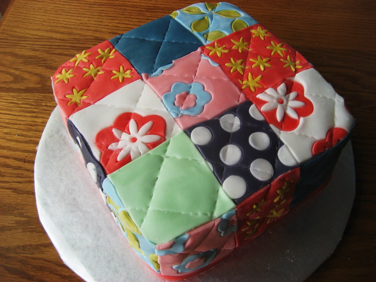 Cake Decorating Quilt Design : Quilt Cake Christening Ideas Pinterest Quilted cake ...