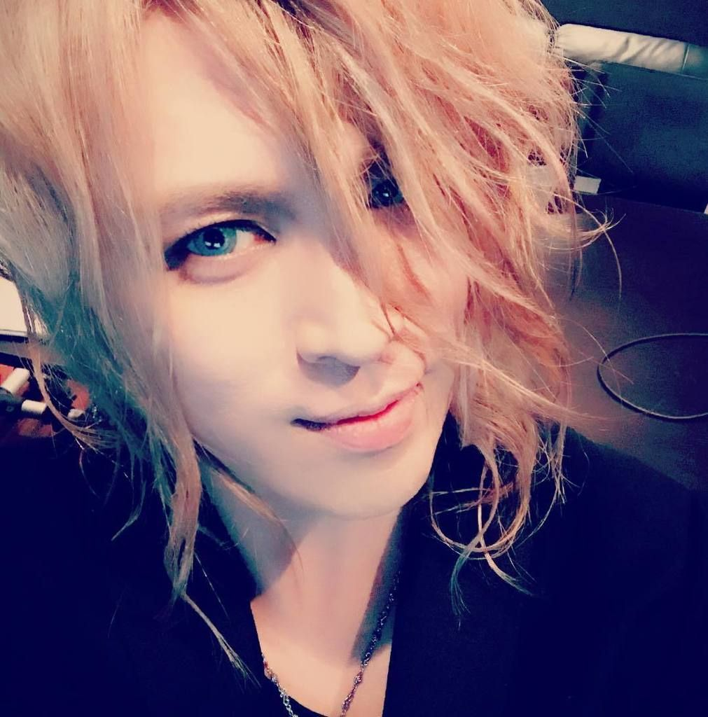 The event for the release of the jewel branded「Symphony of The Vampire」has been held. Thank you very much for coming despite the stormy weather. Credits: KAMIJO Official Instagram Translation: KAMI…